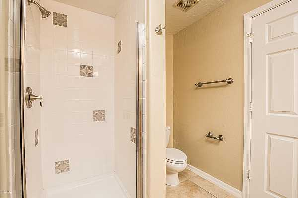 Photo #9 Large Walk-In Shower