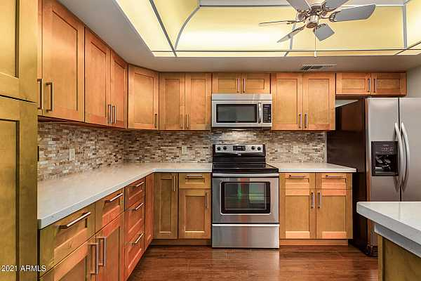 Photo #9 RECENTLY REMODELED KITCHEN